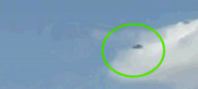 UFO Passes Path of Passanger Jet