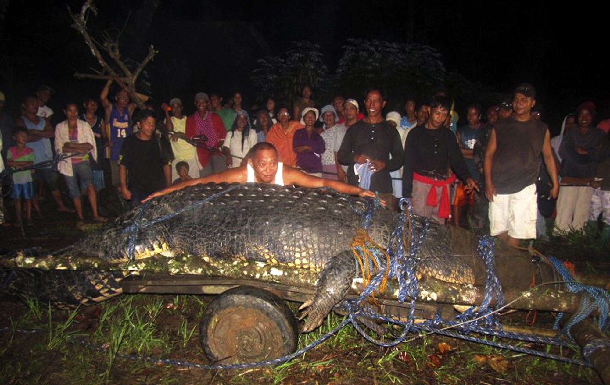 Real Monster: Giant Crocodile Captured in Philippines