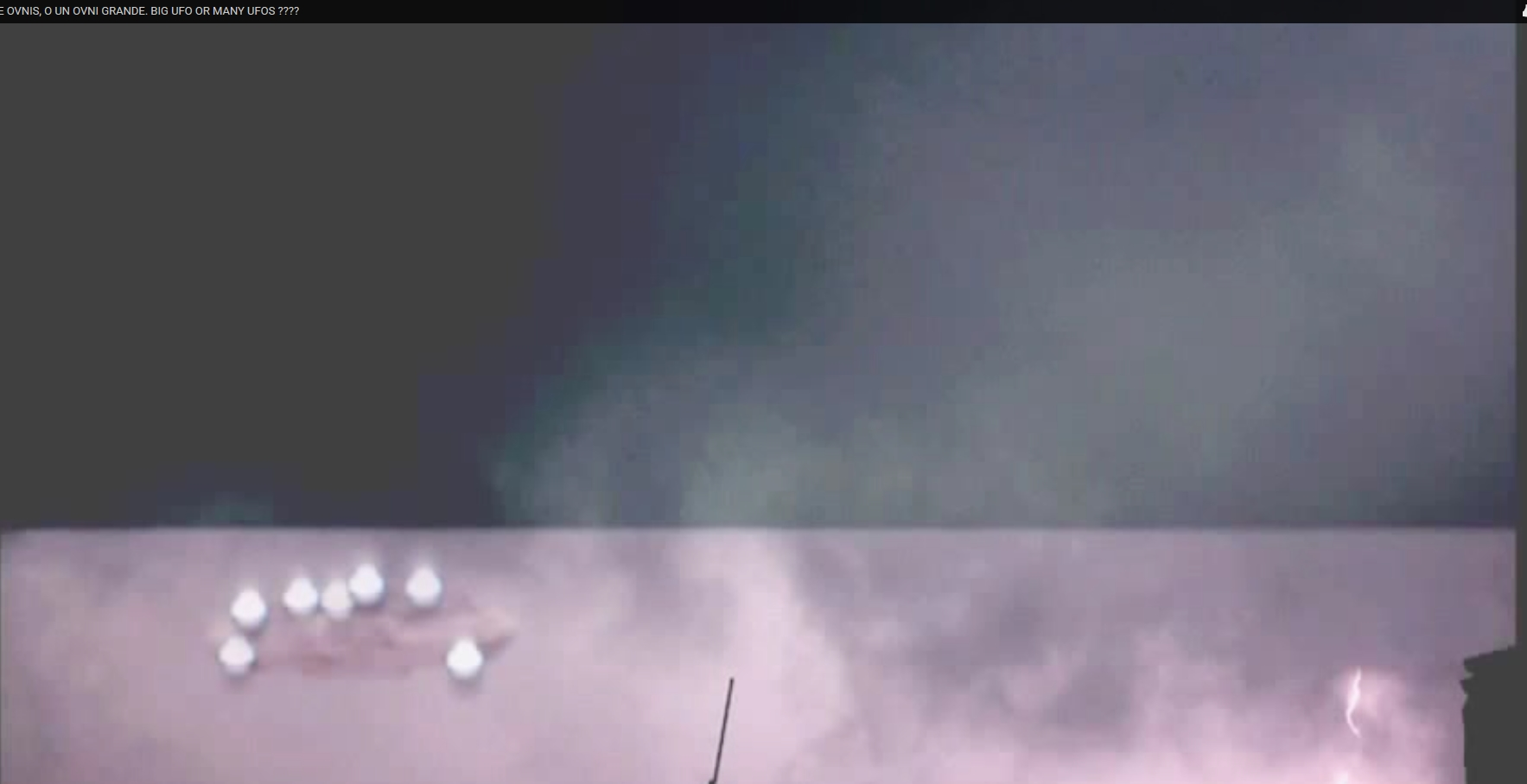Strange formation of lights captured in Mexico. UFO?